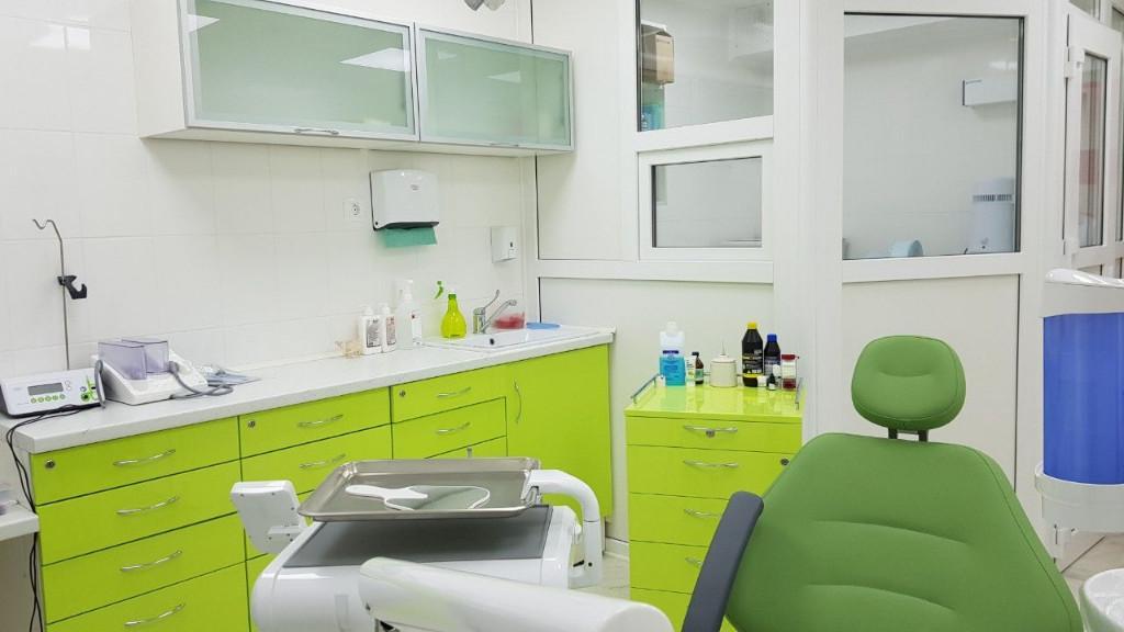 stomatologija-axioma-dent-v-kieve-foto-1